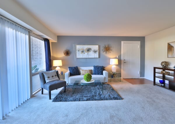 Parke Laurel Apartment Homes offers a living room in Laurel, MD
