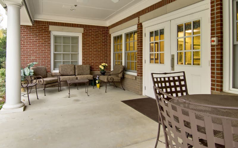 Outdoor patio with chairs at Schilling Gardens Senior Living in Collierville, Tennessee