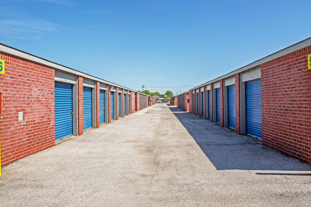 Outdoor units at Metro Self Storage in La Marque, Texas