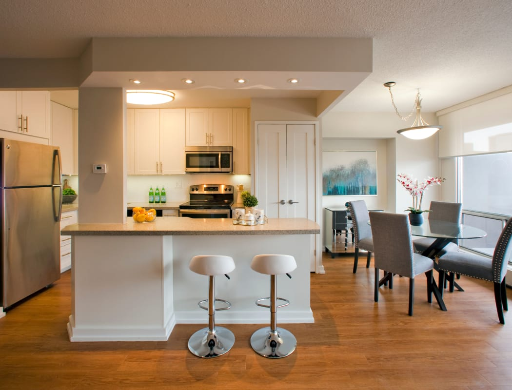Dining room and kitchen at Richmond Hill Apartments