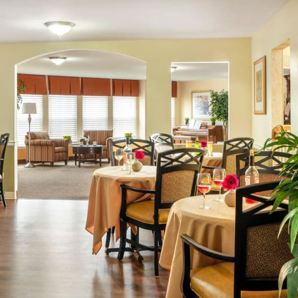 Restaurant-style dining at Pacifica Senior Living Sterling in Sterling, Virginia
