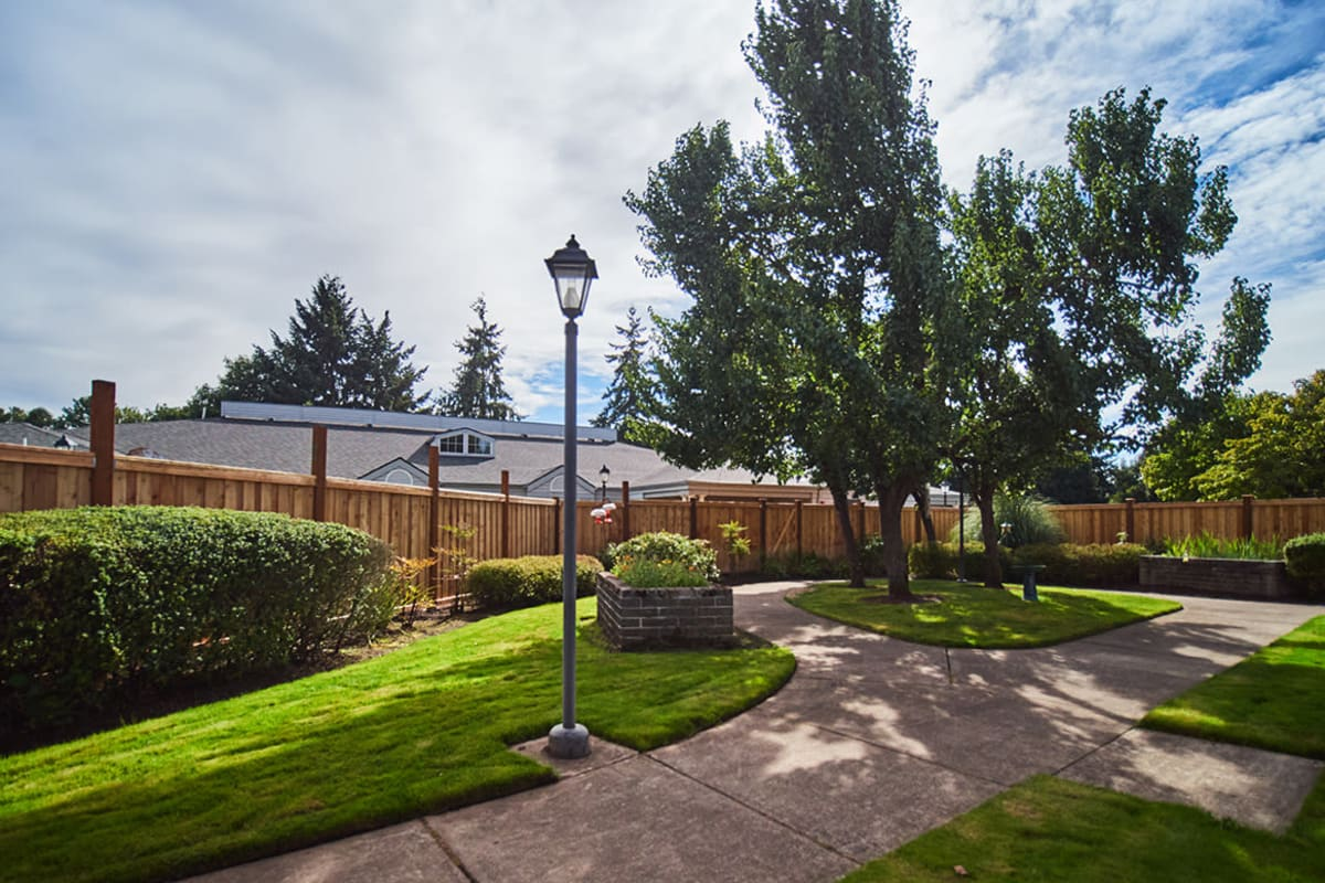 A pathway in neatly manicured lawn at Farmington Square Eugene in Eugene, Oregon