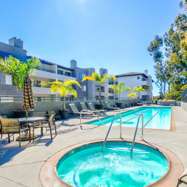 Fashion Terrace in San Diego, California offers apartments with an outdoor hot tub and pool