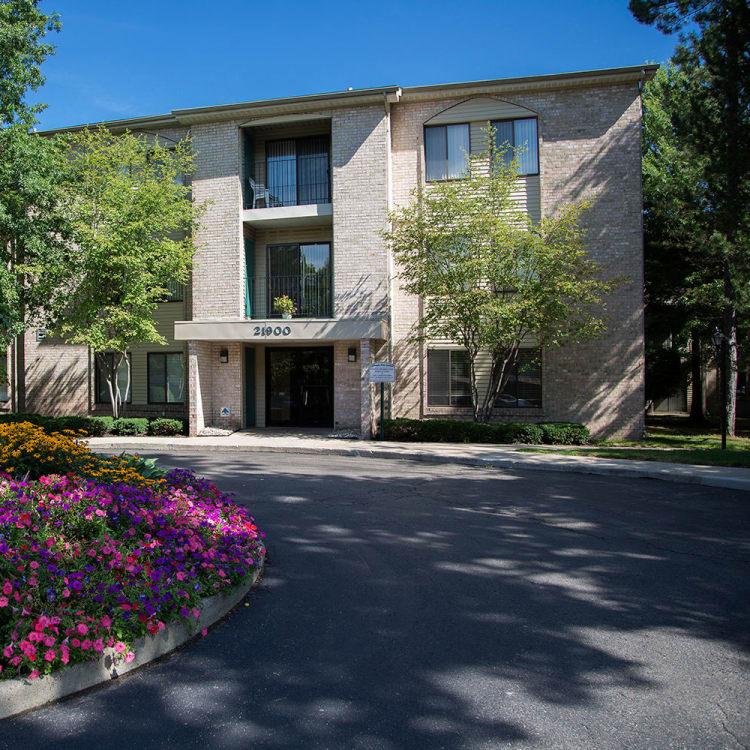 Exterior view of apartments at Farmington Oaks Apartments in Farmington, Michigan
