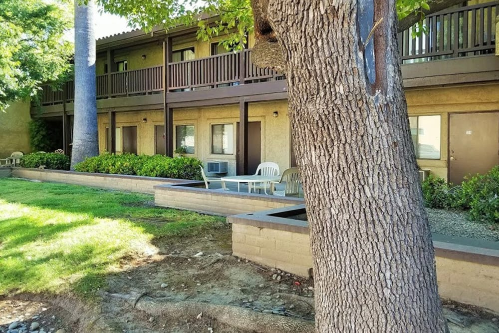 Well landscaped yards at Leisure Manor Senior Living in Sacramento. California
