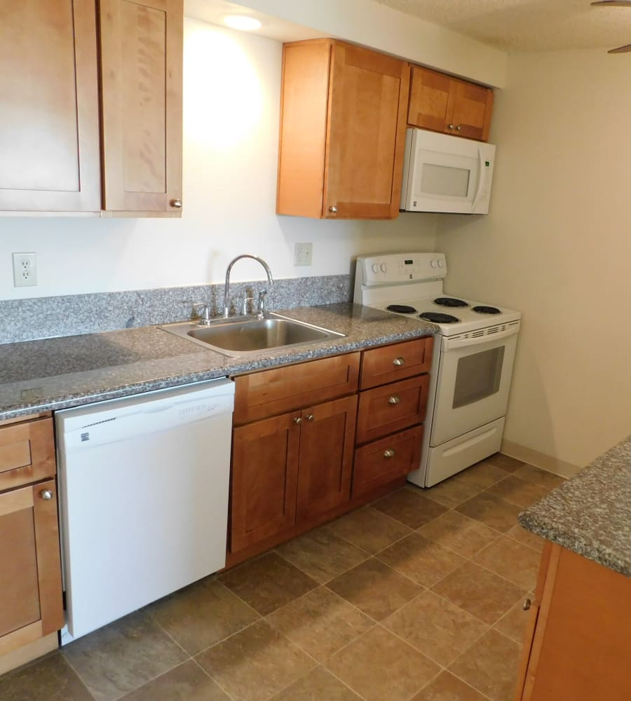 Kings Court offers a fully equipped kitchen in Springfield, Oregon
