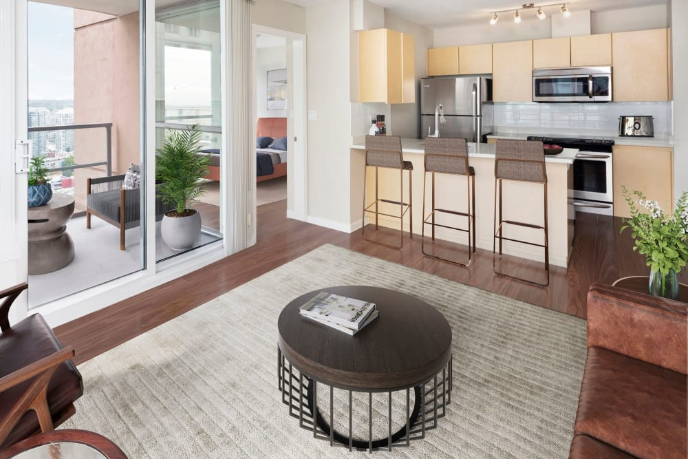 Spacious floor plan with area rug at Metropolitan Towers in Vancouver, British Columbia