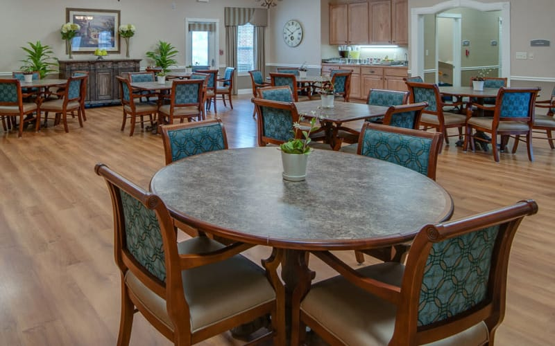 Dining area at La Bonne Maison Senior Living in Sikeston, Missouri