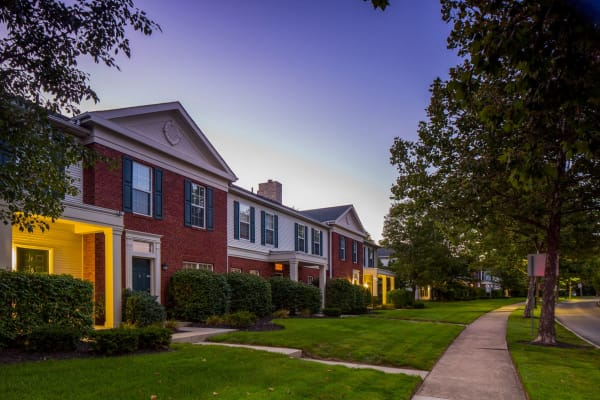 Exterior of The Woods at Polaris Parkway Apartments & Townhomes in Westerville, Ohio