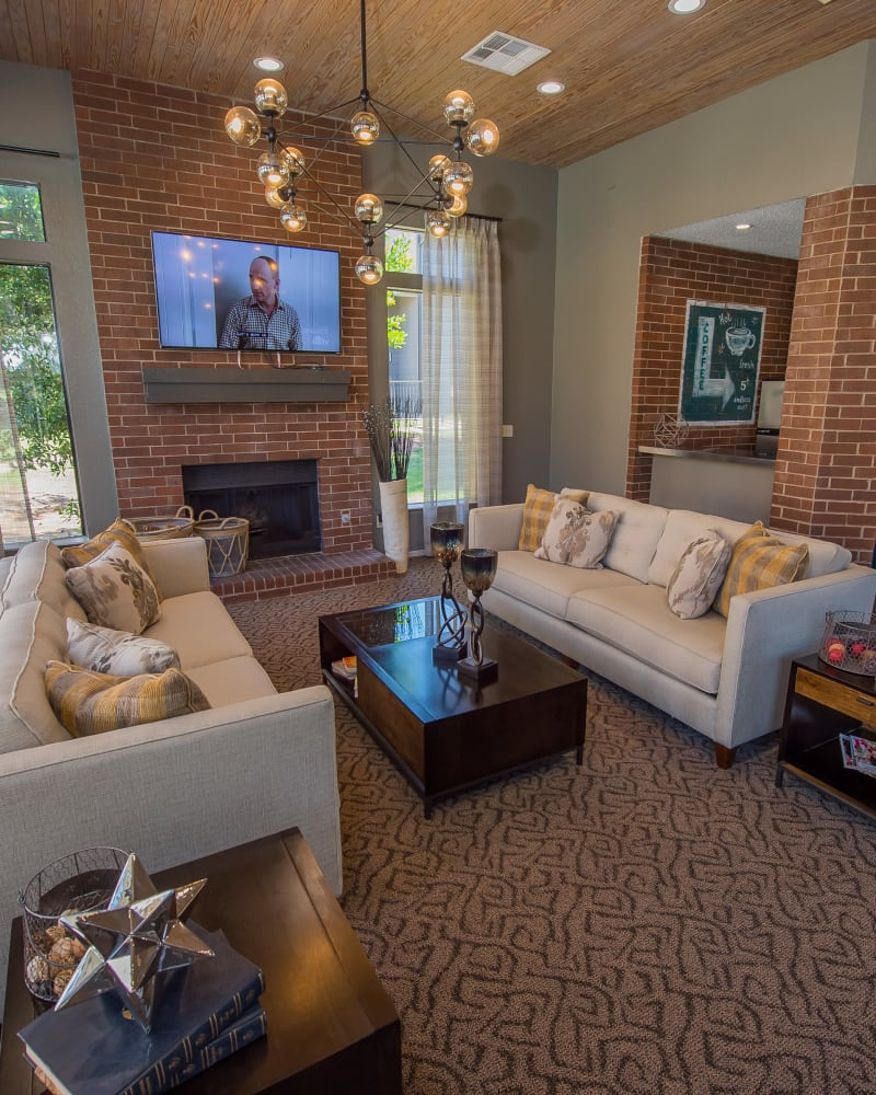 Clubhouse with high ceilings at Hunter's Ridge in Oklahoma City, Oklahoma