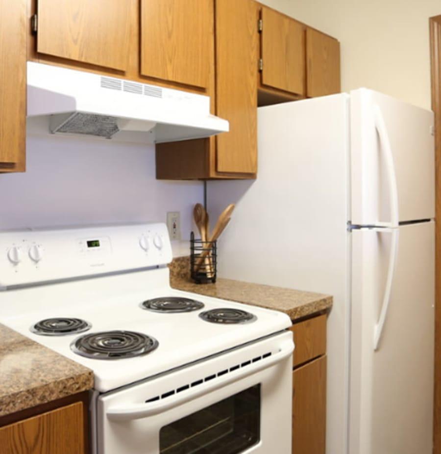 Kitchen at Gateway Lakes Apartments in Grove City, Ohio