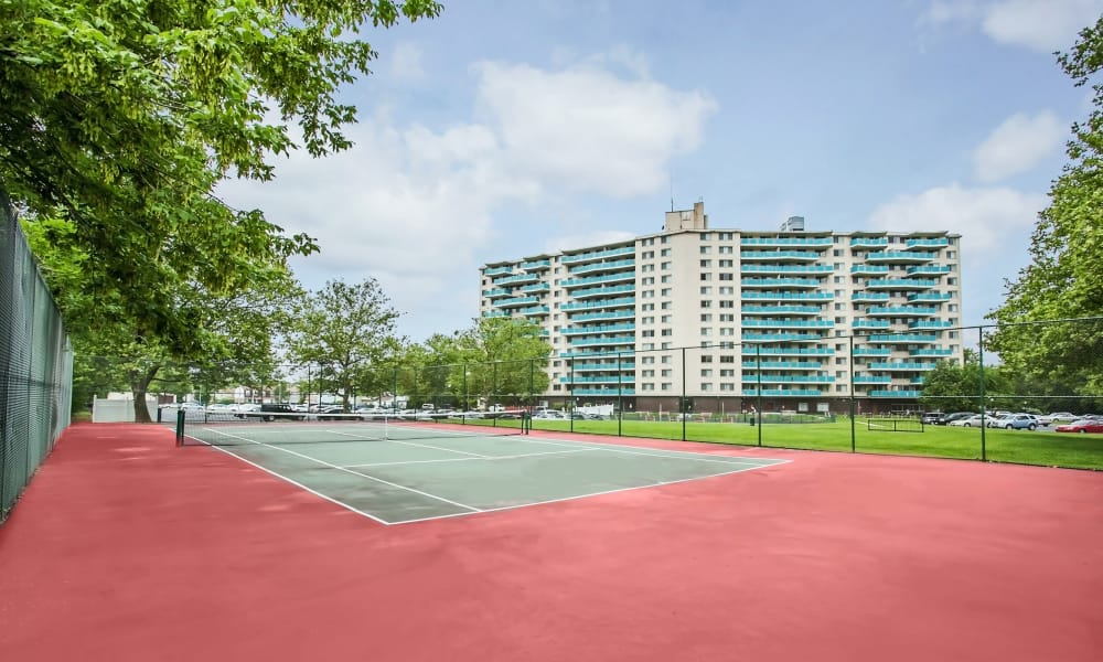 Towers of Windsor Park Apartment Homes offers residents with a wonderful tennis court!