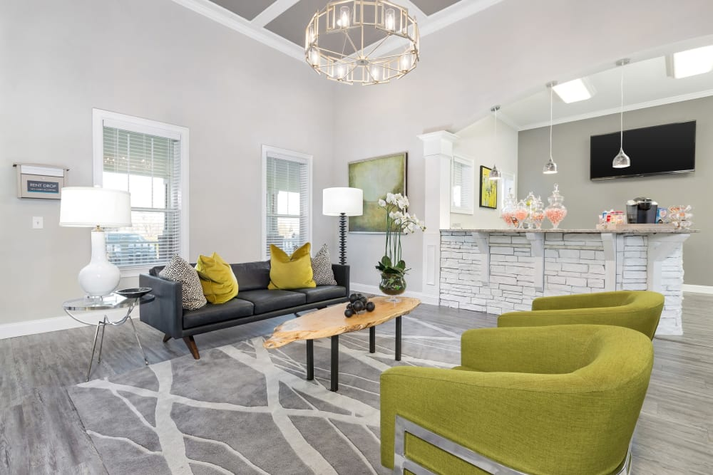 Awesome clubhouse area for guests and residents to hang out at Belle Vista Apartment Homes in Lithonia, Georgia