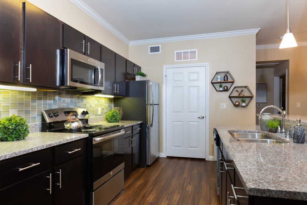 Plenty of room in the kitchen at Hilltops in Conroe, Texas