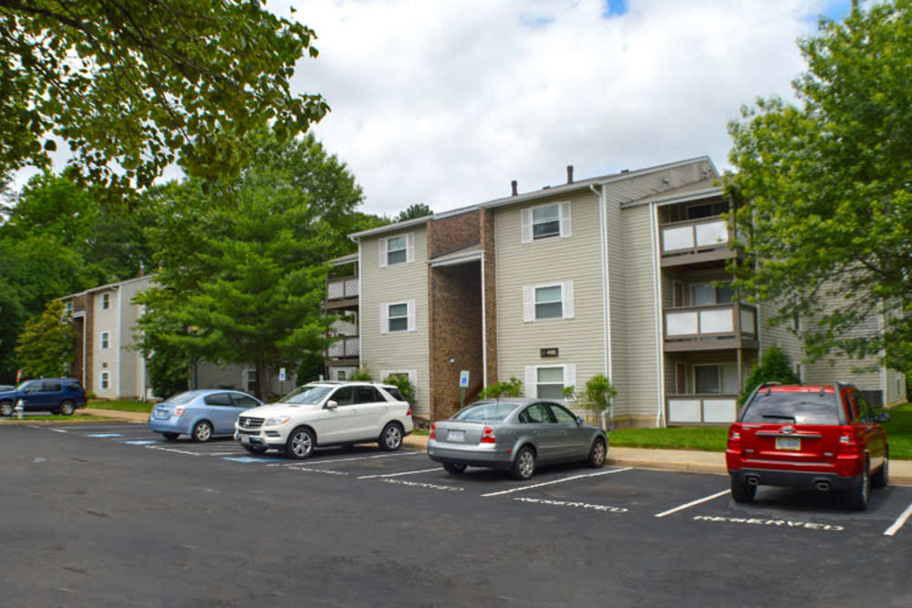 Beautiful exterior view of Laurel Pines Apartments in Richmond, Virginia