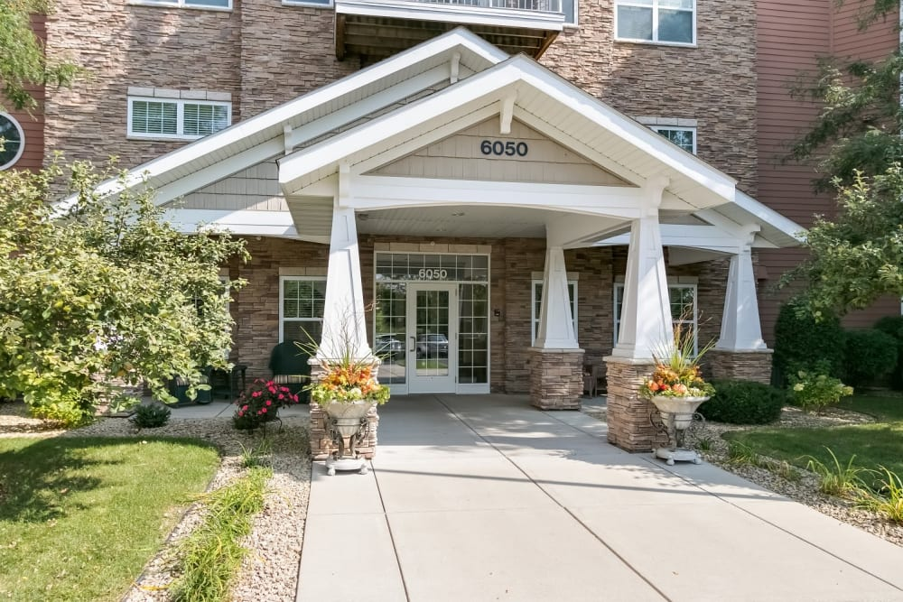 Exterior view of front entry at Applewood Pointe Woodbury in Woodbury, Minnesota.