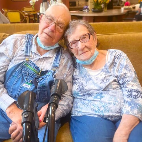 Husband and wife at The Oxford Grand Assisted Living & Memory Care in Kansas City, Missouri