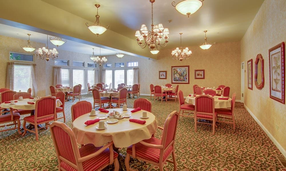 Restaurant-style dining at Randall Residence of McHenry in McHenry, Illinois