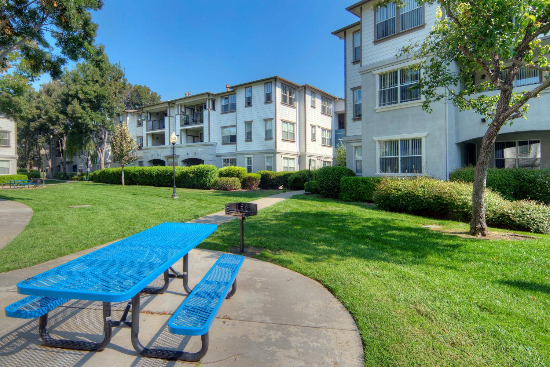 A picnic table outside of Park Hacienda Apartments in Pleasanton, California