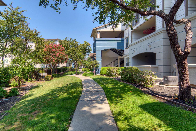 Walking trail at Park Hacienda Apartments in Pleasanton, California
