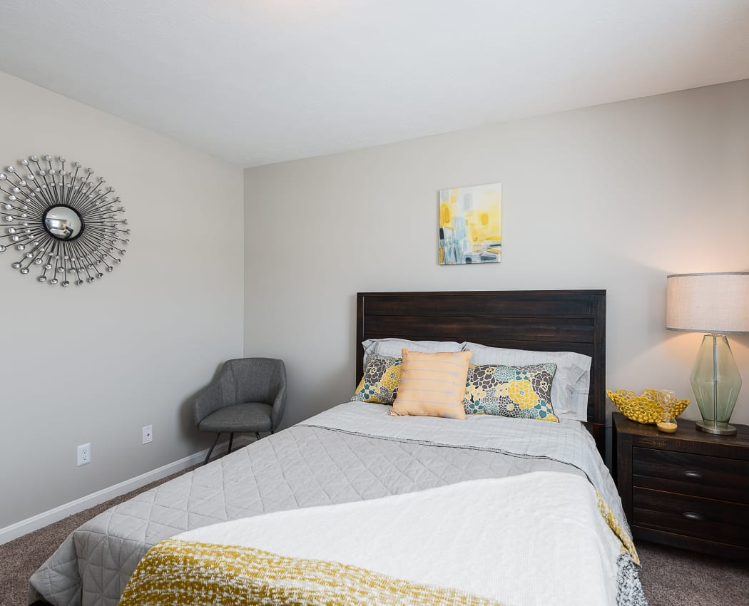 Modern bedroom at Park at Hurstbourne in Louisville, Kentucky