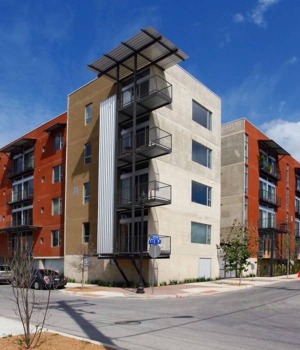 Streetside view of 1221 Broadway Lofts in San Antonio, Texas