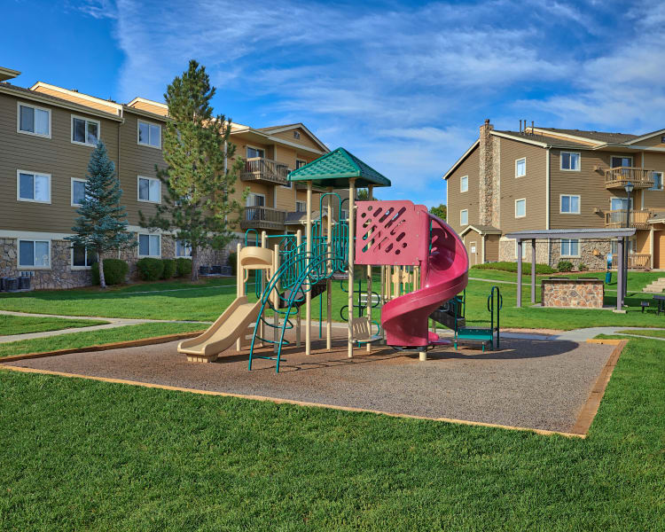 Click to see our amenities at Crossroads at City Center Apartments in Aurora, Colorado