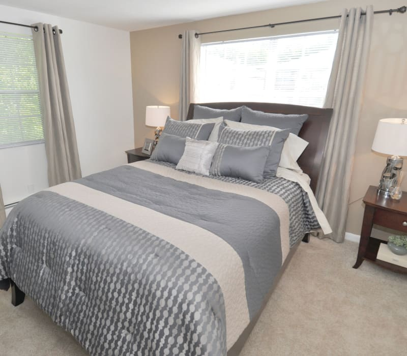 Well decorated bedroom at Middlesex Crossing in Billerica, Massachusetts