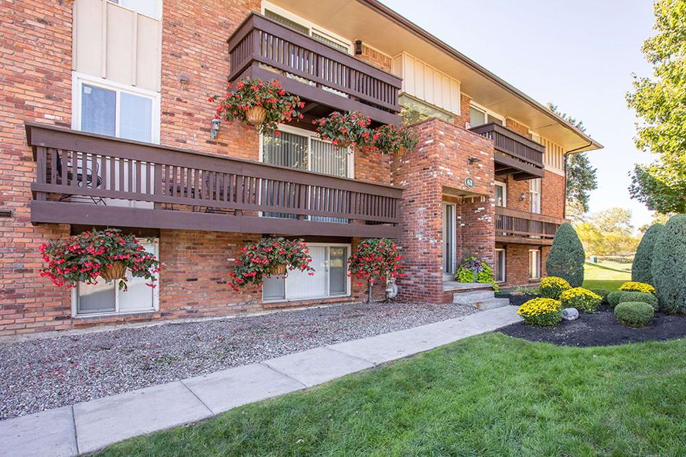 Welcome to Idylwood Resort Apartments in Cheektowaga, NY