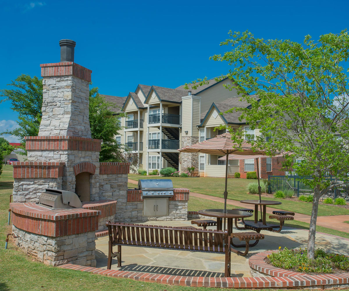 Outdoor patio with grills at Villas at Stonebridge in Edmond, Oklahoma