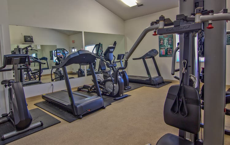 Fitness center at Steeplechase Apartments & Townhomes in Toledo, Ohio