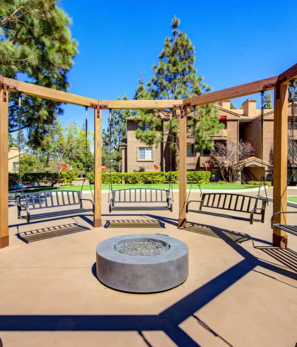 Courtyard at Sierra Del Oro Apartments in Corona