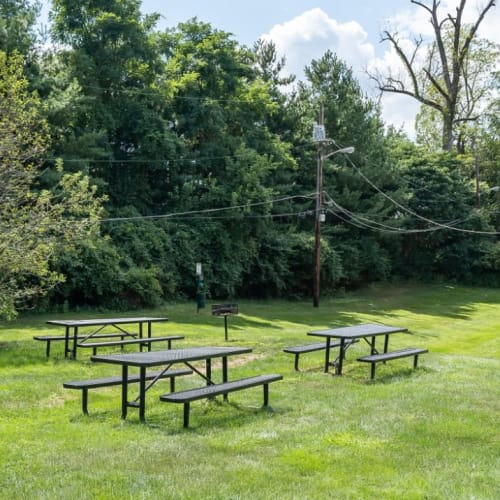 Gorgeous outdoor picnic area Centennial Woods Apartments in Cincinnati, Ohio