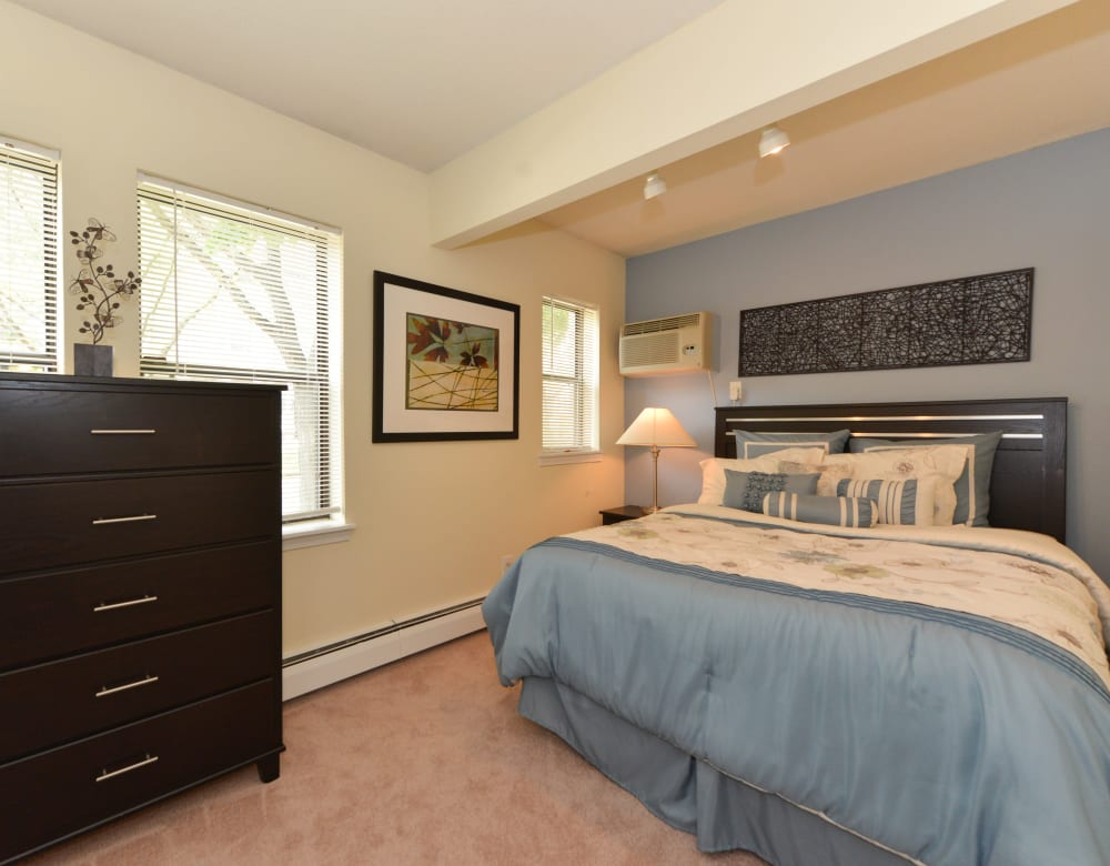 Nicely decorated bedroom at Clemens Place in Hartford, Connecticut
