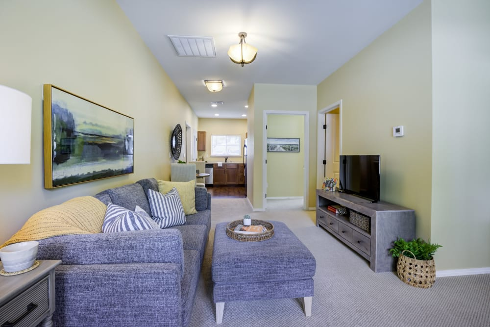 Cottage lounge at The Lodge at Mallard's Landing in Gig Harbor, WA