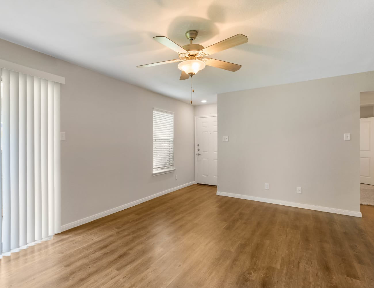 A spacious living room at Lodge @ 1550 in Katy, Texas
