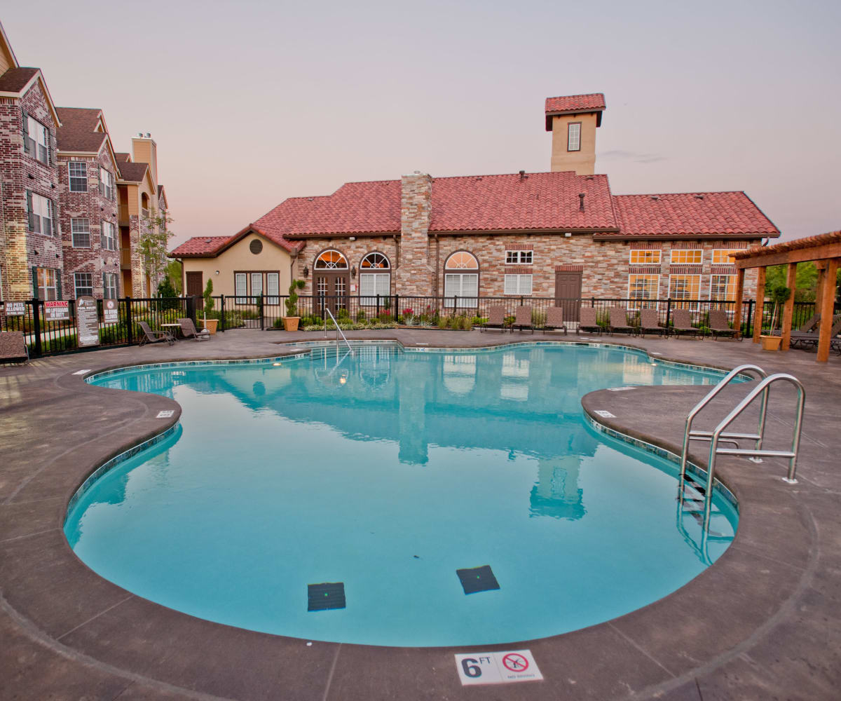 Resort style pool at Park at Mission Hills in Broken Arrow, Oklahoma