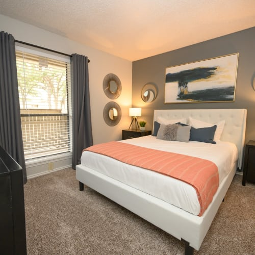View virtual tour of a 1 bedroom 1 bathroom apartment at The Logan in Bedford, Texas