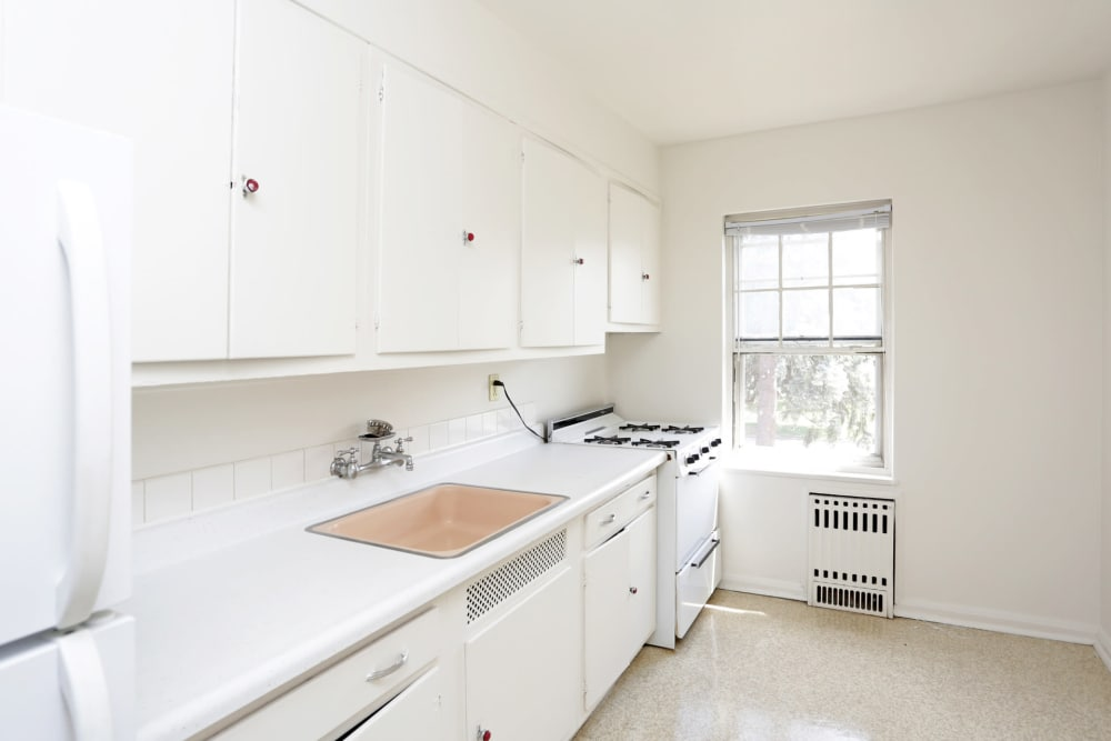 Bright white kitchen in Des Moines, Iowa at Windsor Terrace
