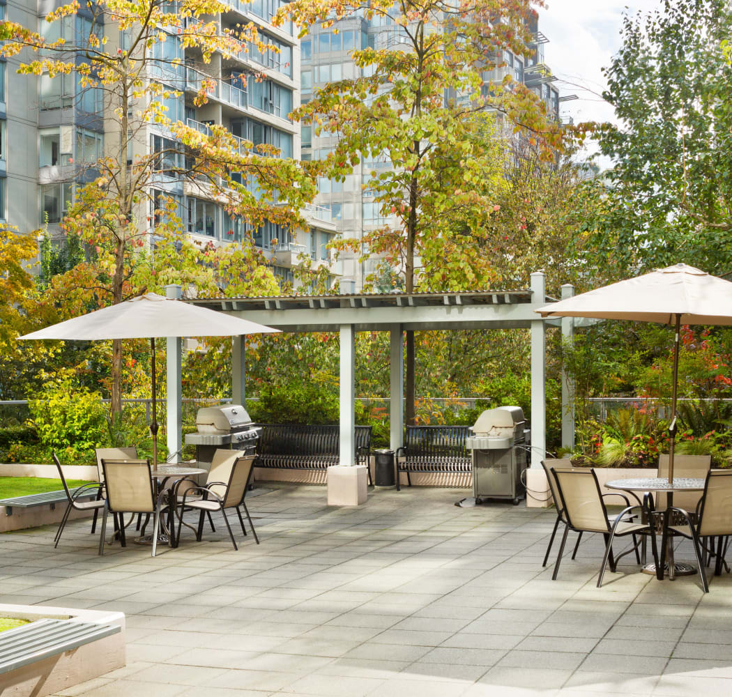 Courtyard at Metropolitan Towers in Vancouver, British Columbia