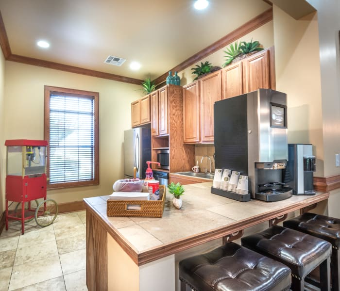 The Atlantic Stonebriar offers a kitchen in The Colony, Texas