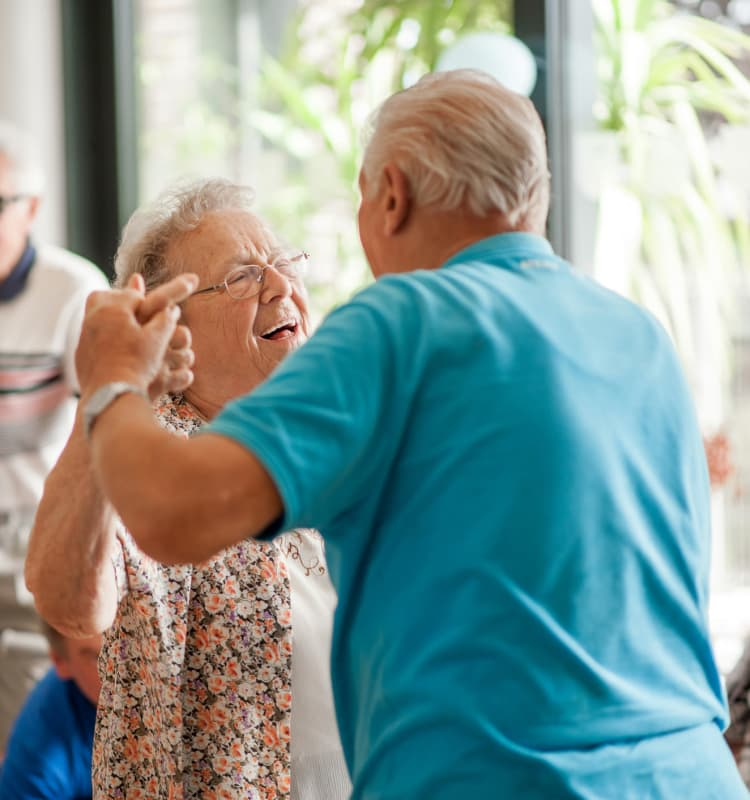 Seniors dancing at Heritage Springs
