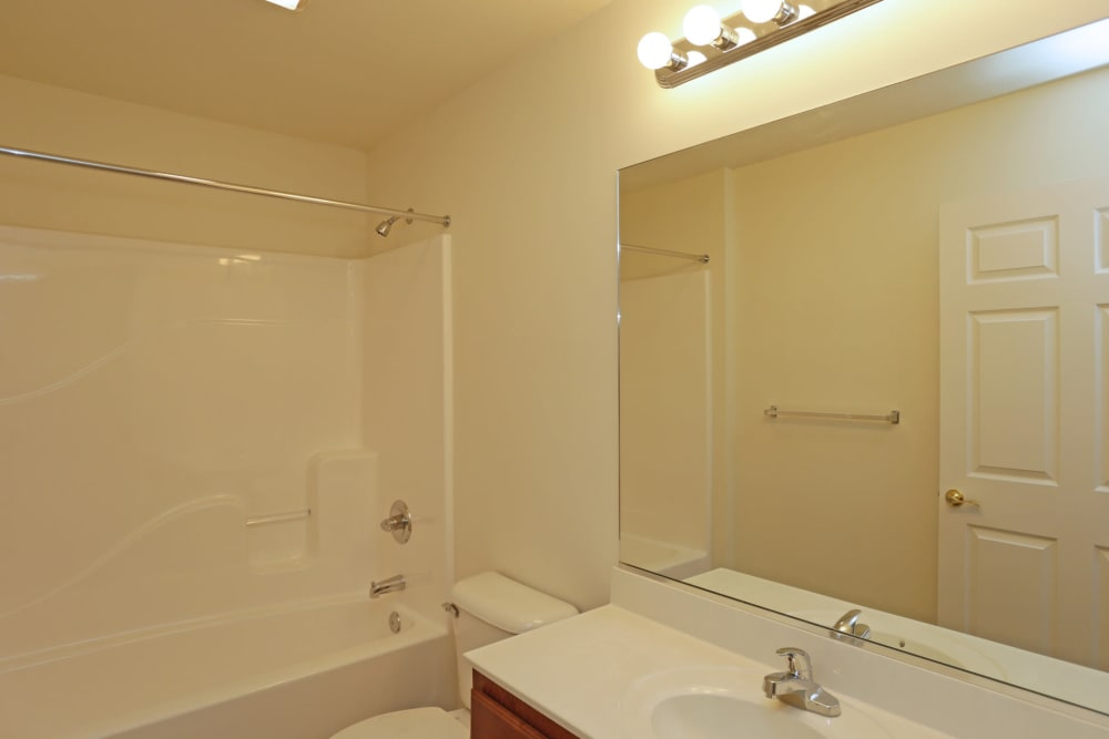 Clean bathroom at The Ridge in Troy, New York