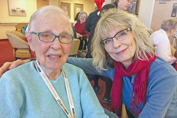 Residents at Edgewood Point Assisted Living in Beaverton, Oregon visiting with family