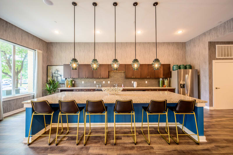 LArge clubhouse for guests to hang out at Aspire at 610 in Houston, Texas
