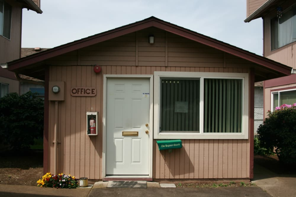 Enjoy our leasing office at The Royals in Springfield, Oregon