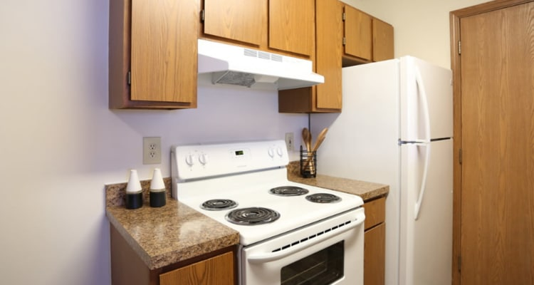 Kitchen at Gateway Lakes Apartments in Grove City, Ohio