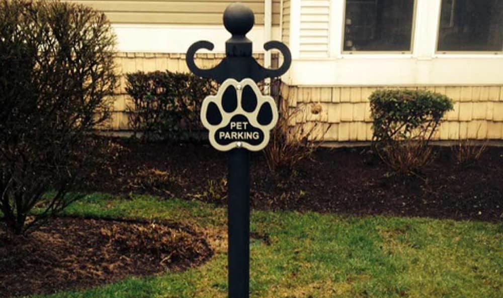 The pet parking sign