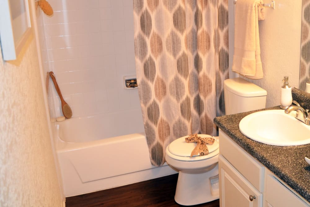 Grayson Ridge offers a Bathroom in North Richland Hills, Texas