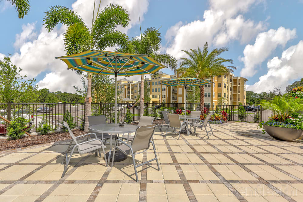outdoor seating at Lola Apartments in Riverview, FL